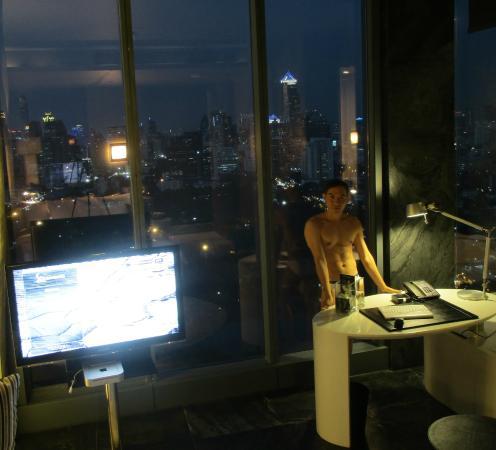 SO Sofitel Bangkok: ภายในห้องพักชั้น28 เป็นห้อง ธาตุน้ำ ครับ