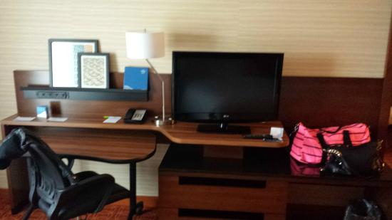 Fairfield Inn & Suites Hershey Chocolate Avenue : TV