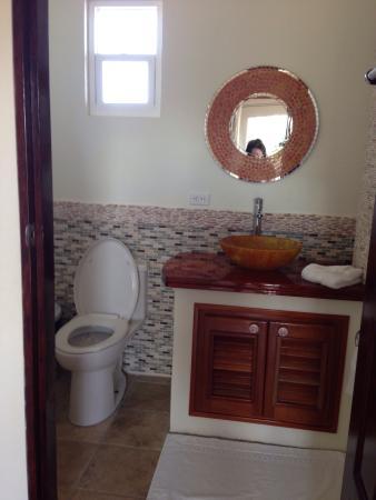 Seaside Cabanas: Bathroom in Room 18.  Very nice and super clean.