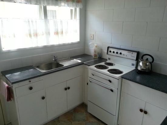 Fernleaf Motel : Kitchen