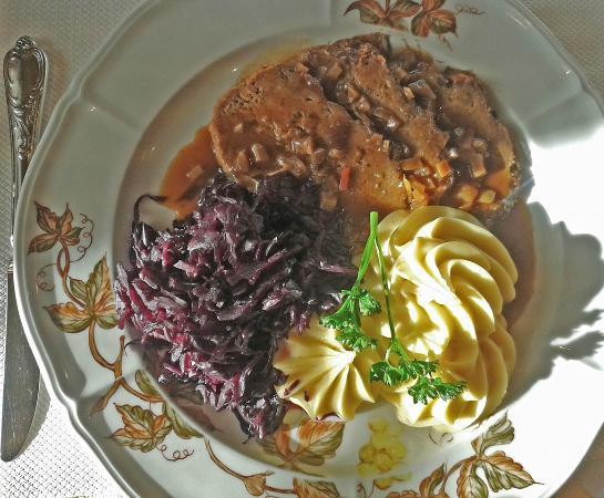 Breitenbach, Switzerland: Die Empfehlung des Chefs - Rehhackbraten