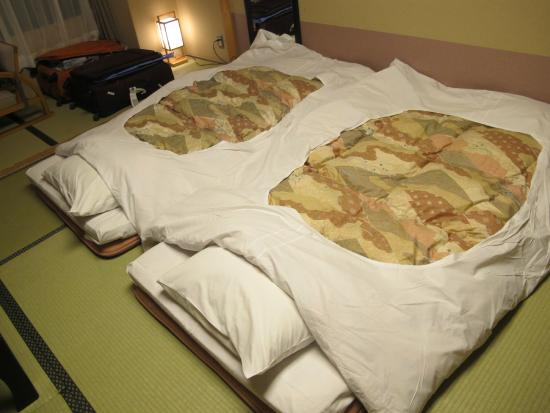 Oike Hotel Honkan: Traditional tatami style beds, made / laid out by the staff every night.