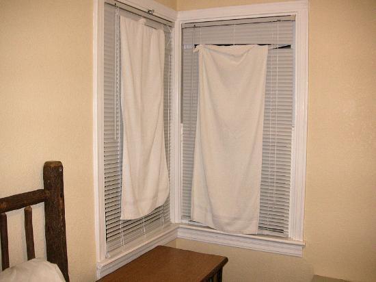 Nevada City Inn: window with towels