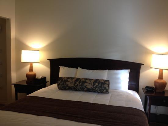Kauai Kailani : King sized master bedroom