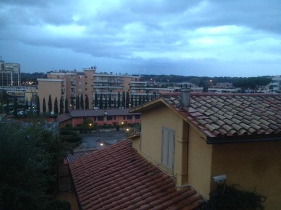Hotel Orto di Roma : Вид из окна в номере на втором этаже