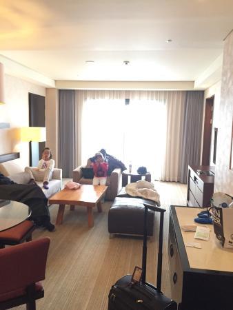 InterContinental Alpensia Pyeongchang Resort: Living room of suite