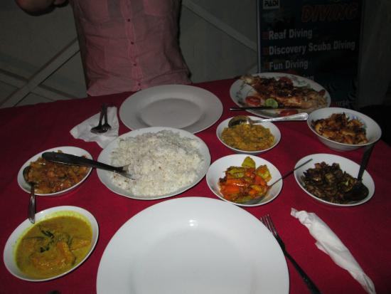 Shehan Guest House: Great rice & curry