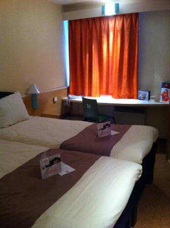 ibis lyon l 39 isle d 39 abeau hotel l 39 isle d 39 abeau france voir les tarifs et 98 avis. Black Bedroom Furniture Sets. Home Design Ideas