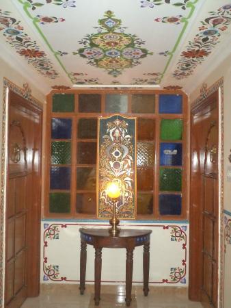 Sunder Palace Guest House: Corridor - closeup