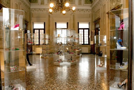 Stra, Itálie: Una sala del Museo