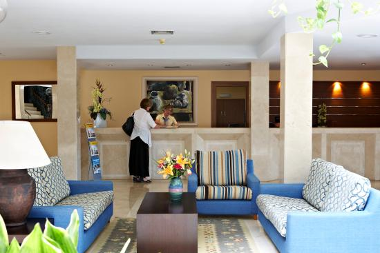 Universal Hotel Don Leon: Reception