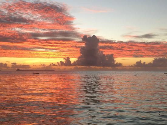 Palau Pacific Resort: Por do Sol da praia