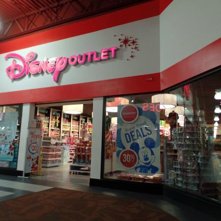 fac516669f7b0 Las Vegas Premium Outlets - South  Tem até uma disney store para as crianças