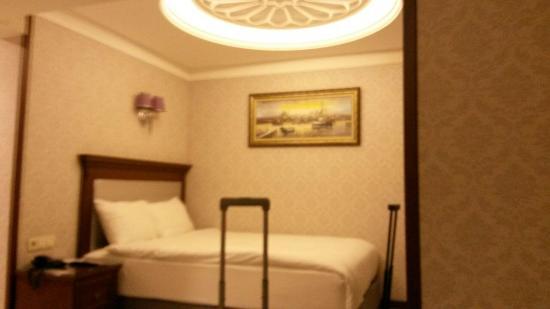 Grand Bazaar Hotel: Cama de matrimonio