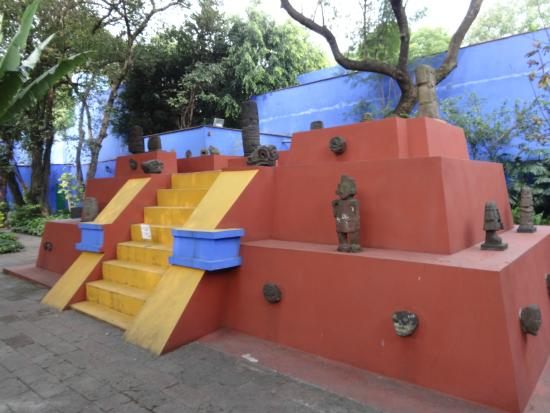 Ao Melhor Frases De Frida Kahlo Em Espanhol: Jardim Da Casa Azul (Frida). Monumento Em Homenagem Aos