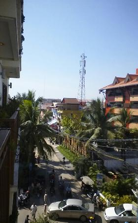 Cheathata Angkor Hotel: street view from room