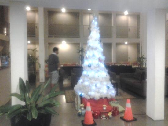 Malaka Hotel: lobby dgn pohon natal