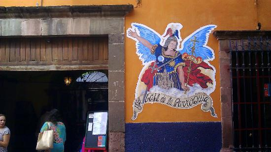 Cafe de la Parroquia: outdoor/front entry sign