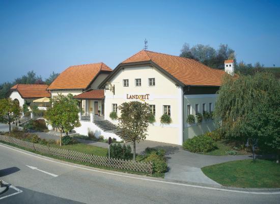 Grieskirchen, Austria: Landzeit Aistersheim