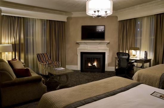 Lenox Hotel: Executive Queen Fireplace Room