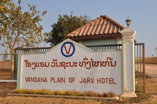 Vansana Plain Of Jars Hotel : Entrance to hotel