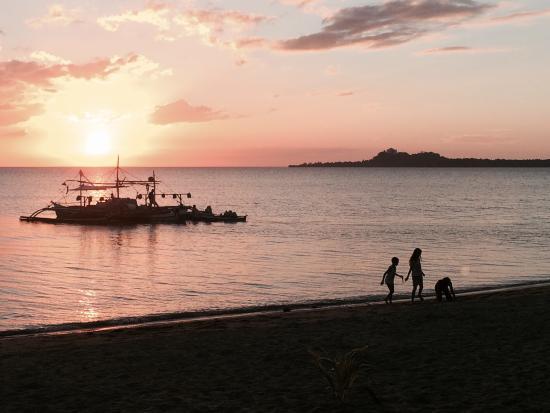 Nabulao Beach and Dive Resort : Sunset