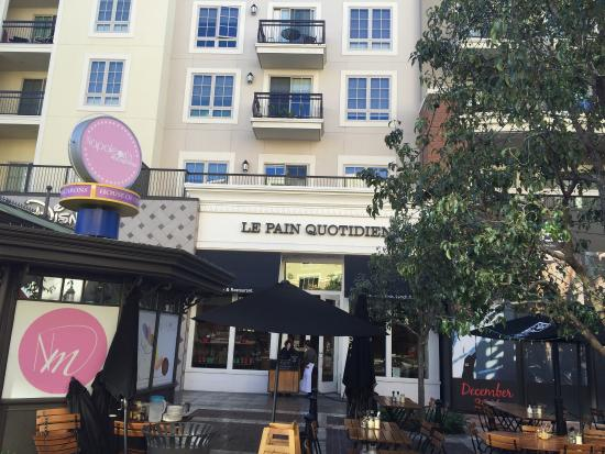 Le Pain Quotidien : A little bit of Paris yummy.   This place reminded me of my visit to Paris.   The food was excel