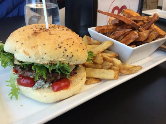 Nuburger: Burger with blue cheese