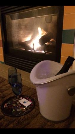 Hotel Blue : Our room with champagne and fire