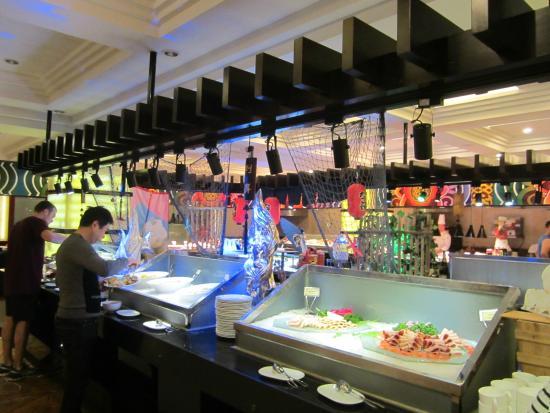 Beijing International Hotel: More breakfast buffet area