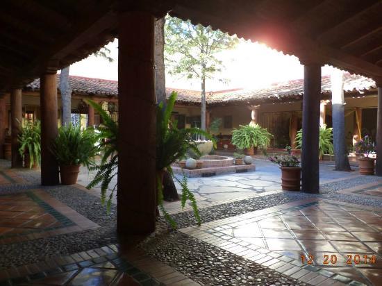 Hotel Tapalpa Country Club: Hotel Misión recepción