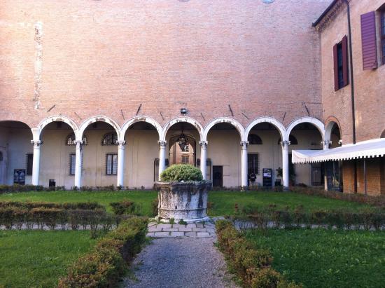 Cortile Del Palazzo Dei Diamanti Foto Di Palazzo Dei