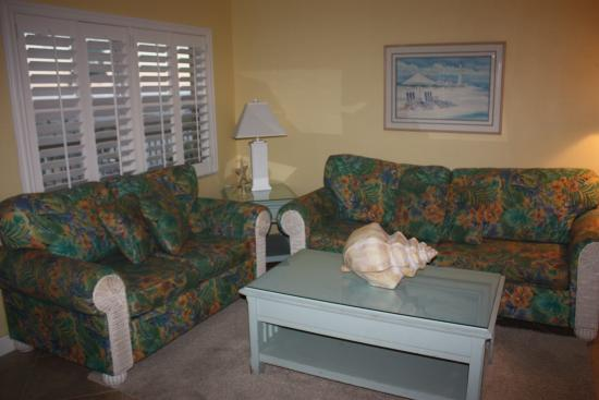 Surf Song Resort: the living room