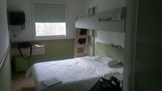 Ibis Budget Ulm City: My room from entrance side