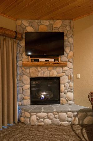 Sisters, OR: River Rock Gas Fireplace