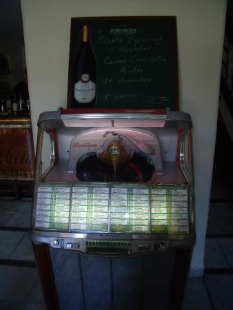 Wurlitzer jukebox - Picture of Prado 115, Havana - TripAdvisor