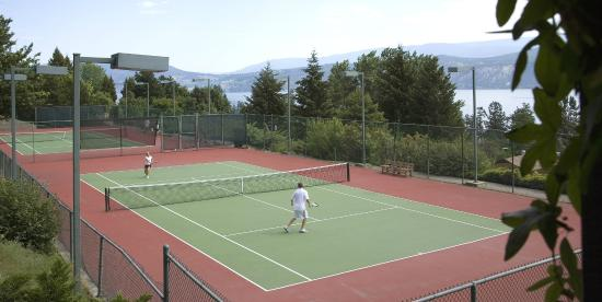 Lake Okanagan Resort: Tennis Court