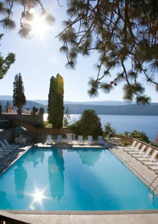 Lake Okanagan Resort: Pool & Lake