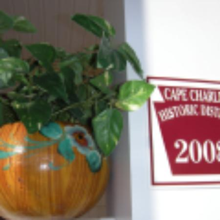 Shore Stay Suites: Historic Marker