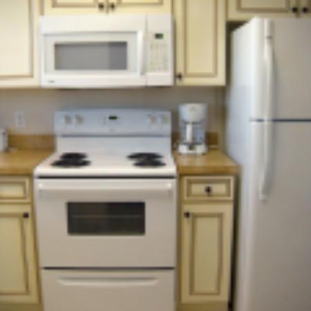 Shore Stay Suites: Kitchen