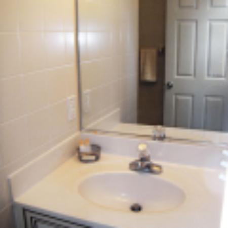 Shore Stay Suites: Bathroom