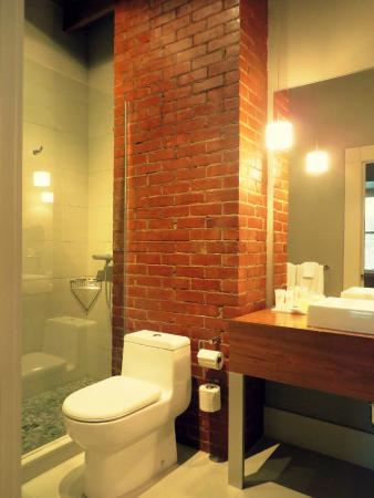 Le Pleasant Hotel & Cafe: Salle de bain