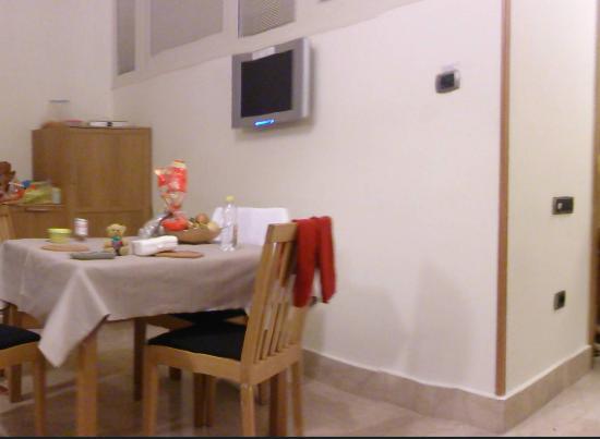 Lux Appartamenti: Fridge, Dining, TV
