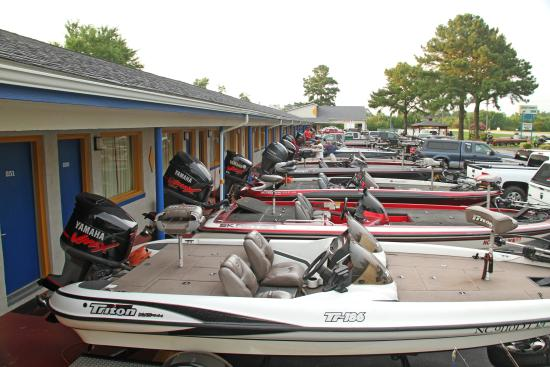 Sportsman's Inn: Bass Boats