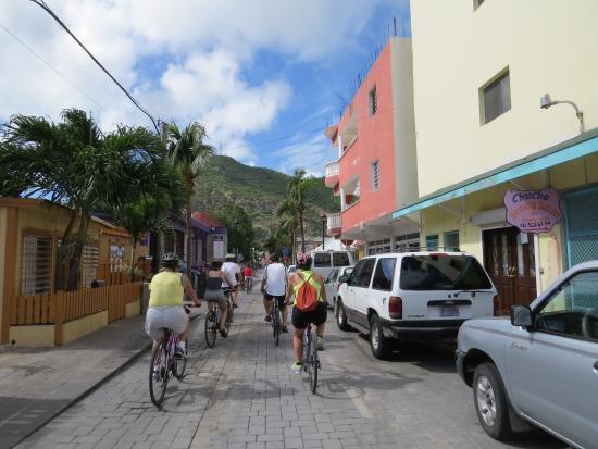 Simpson Körfezi, St-Martin / St Maarten: Riding through town