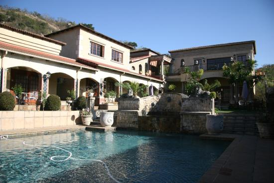 La Villa Vita Nelspruit: Hotel and Pool Area