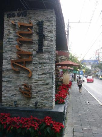 دي أرني بانكوك: Surawong Road