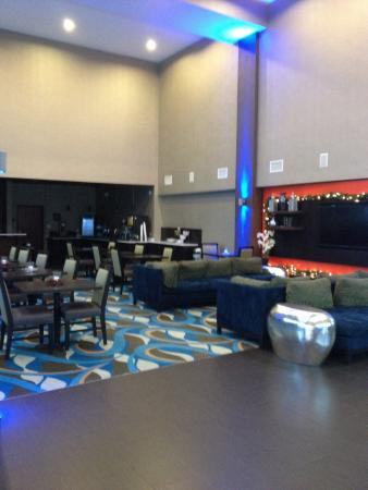 Comfort Suites Waco North: Comfortable lobby area!