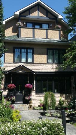 Calgary Westways Guest House: Our Calgary Bed and Breakfast