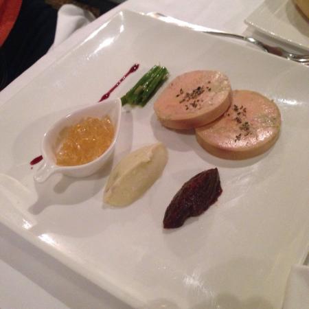le foie gras frais de canard maison cuit au torchon toasts de pain aux fruits secs foto di. Black Bedroom Furniture Sets. Home Design Ideas